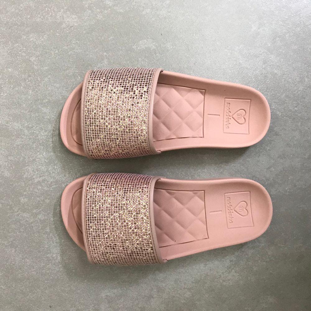 2311105-Chinelo-Molekinha-Slide-Glitter-Ouro-Rosado