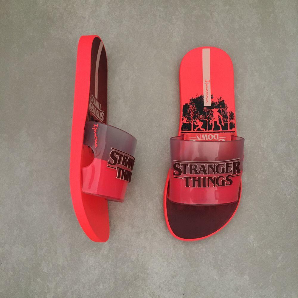 26616-chinelo-ipanema-feminino-netflix-slide-stranger-things-vermelho-vidro-rosa-vandacalcados-waytenis3