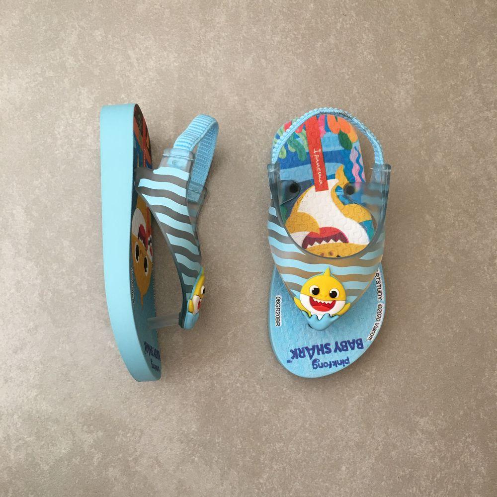 26564-chinelo-ipanema-baby-shark-infantil-azul-amarelo-vandacalcados-vandinha4