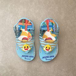 26564-chinelo-ipanema-baby-shark-infantil-azul-amarelo-vandacalcados-vandinha3