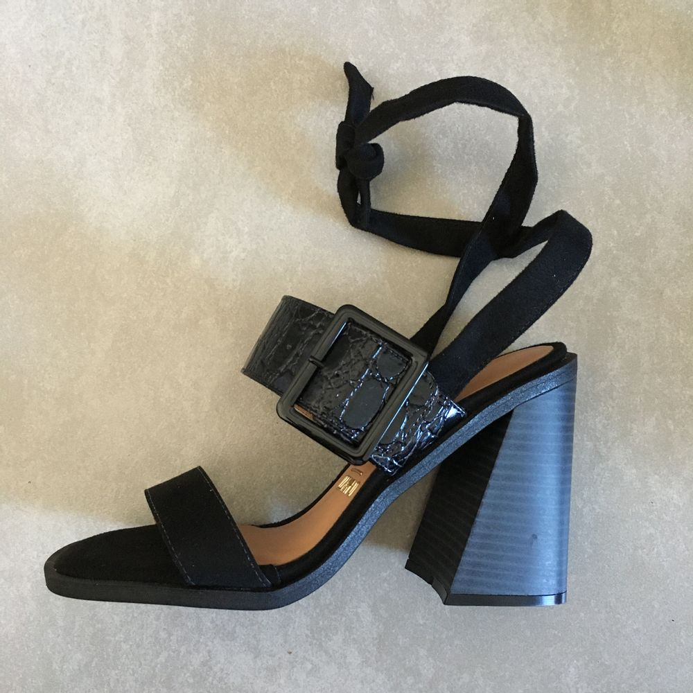 sandalia-vizzano-salto-bloco-de-amarrar-camurca-preta-salto-alto--1-