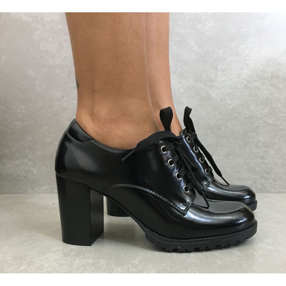8bc6e316a0 Preto Vermelho. Descrição do Produto. Sapato Oxford Facinelli – Feminino  com salto alto.