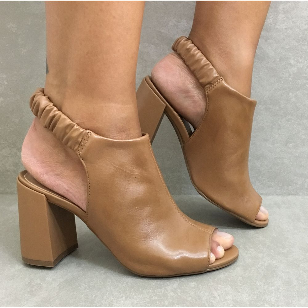 60646-sandalia-feminina-em-couro-camel-feminina-com-elastico-salto-alto-1