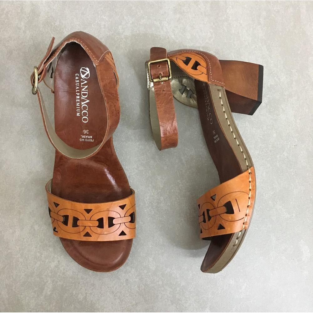 Sandalia-Andacco-em-Couro-19111-mango-feminina-salto-quadrado-marrom--4-