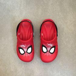 babuche-grendene-homem-aranha-vermelho-preto-vandinha-vandacalcados2