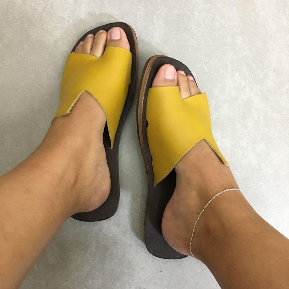 rasteira-zimbaue-couro-1231793-at-amarelo-vandacalcados1