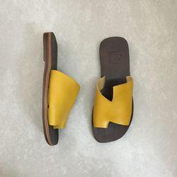 rasteira-zimbaue-couro-1231793-at-amarelo-vandacalcados2