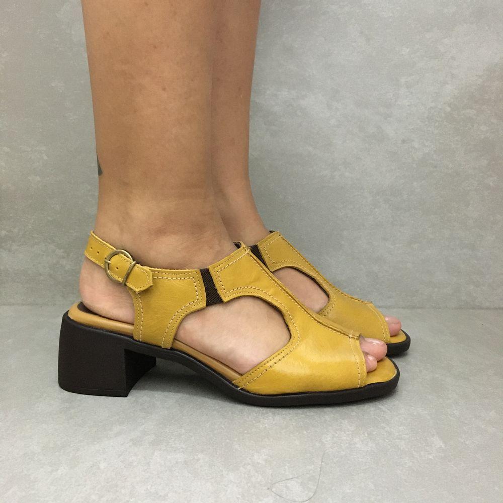 341669-sandalia-soraya-mara-citrus-amarela-em-couro-vandacalcados1--3-