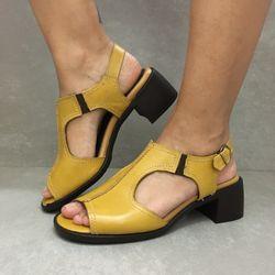 341669-sandalia-soraya-mara-citrus-amarela-em-couro-vandacalcados1--4-