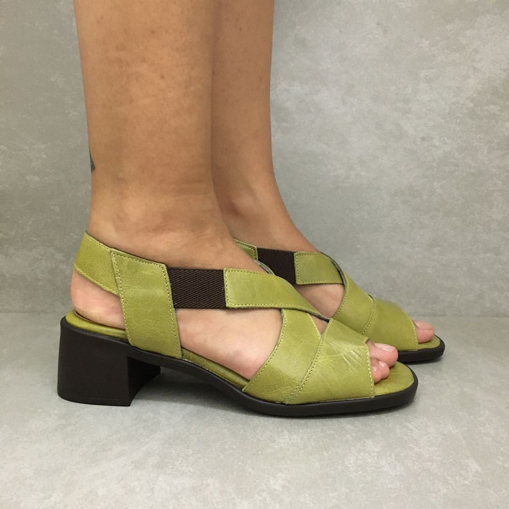 341144-sandalia-soraya-elastico-salto-pistache-verde-em-couro-vandacalcados1--3-
