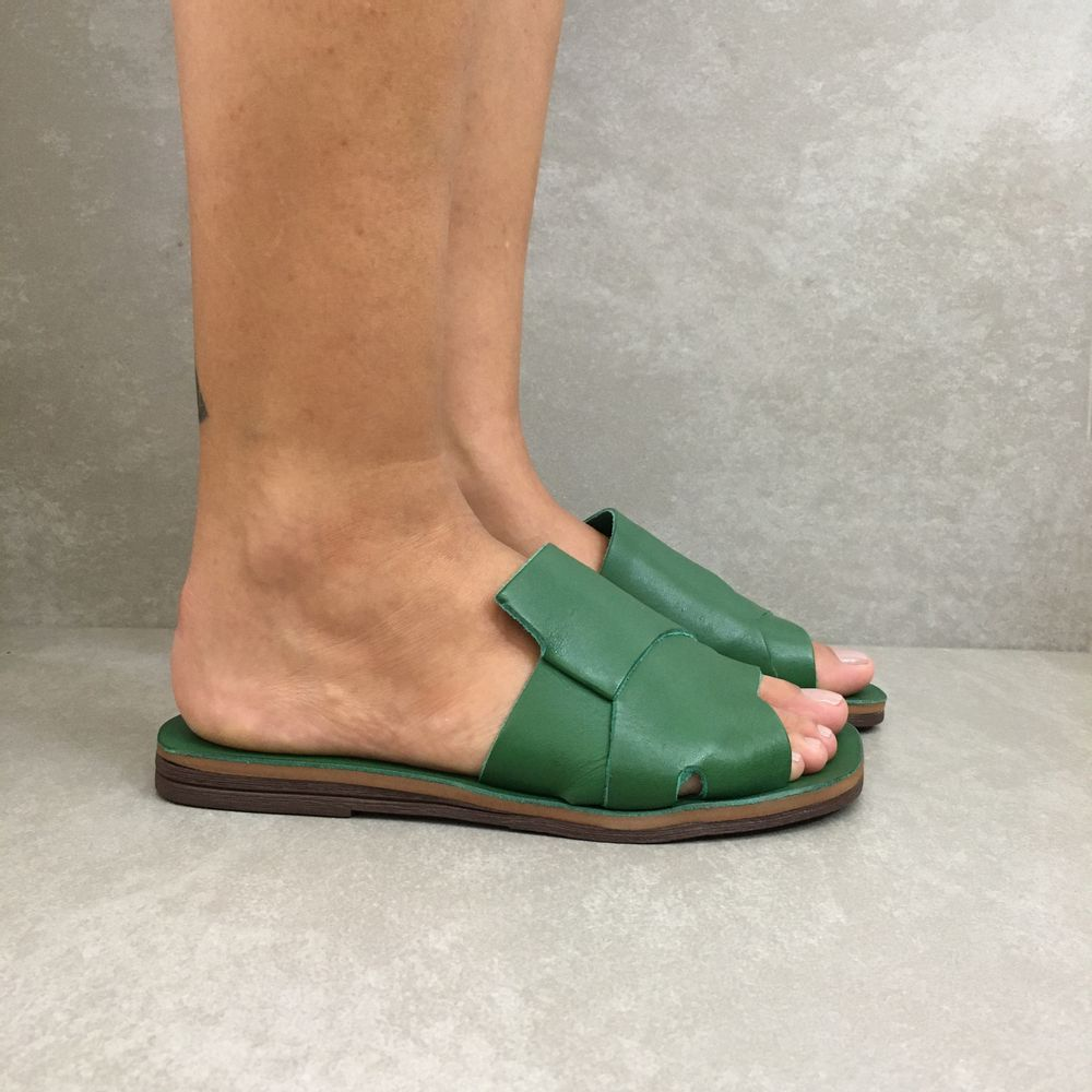 1231799-rasteira-zimbaue-gaspea-trancada-verde-vandacalcados1
