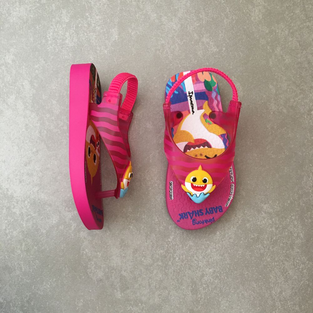 26564-chinelo-ipanema-baby-shark-infantil-rosa-amarelo-vandacalcados-vandinha3