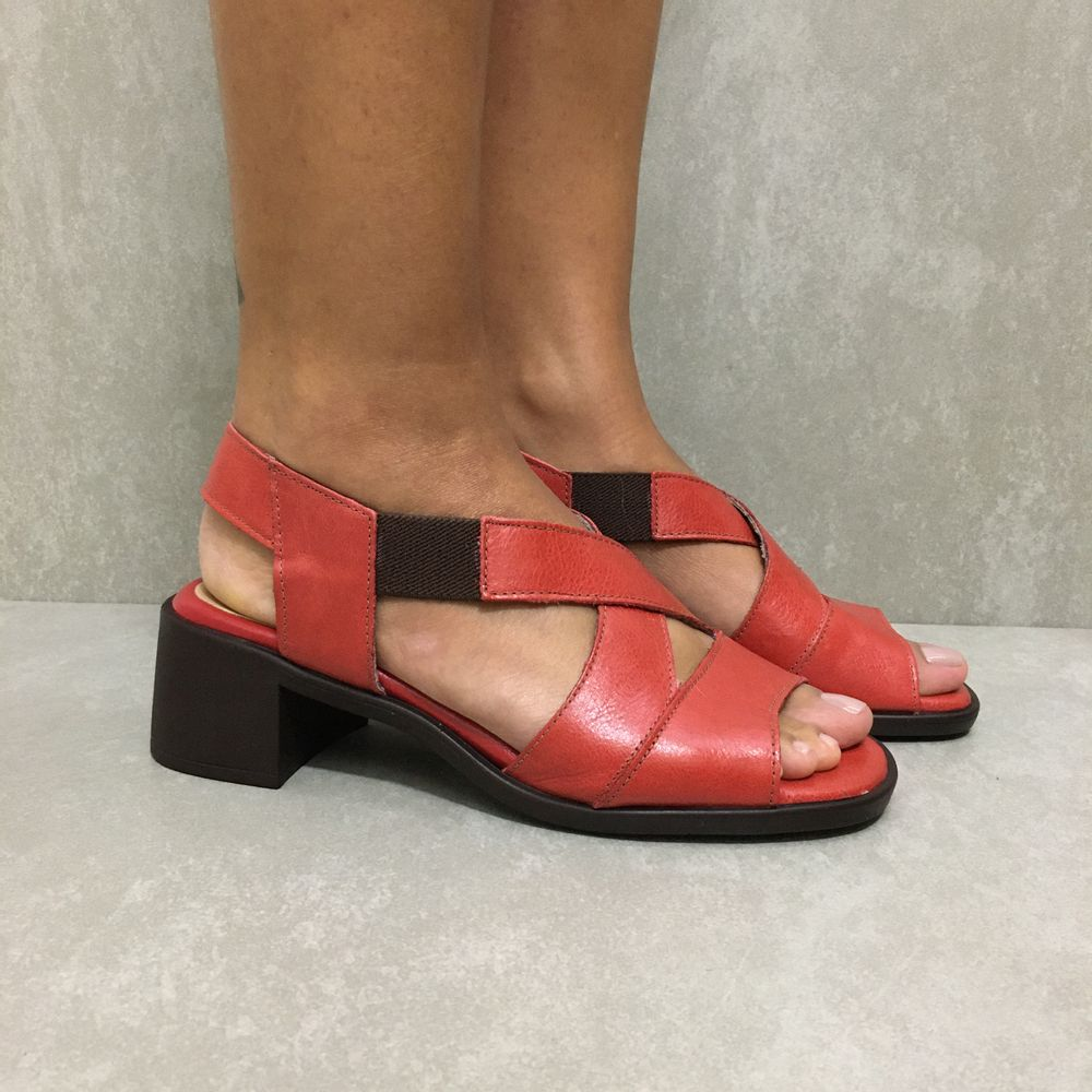 341144-sandalia-soraya-elastico-salto-pimenta-vandacalcados1