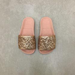 2311105-chinelo-molekinha-slide-gliter-ouro-rosado-vandinha1