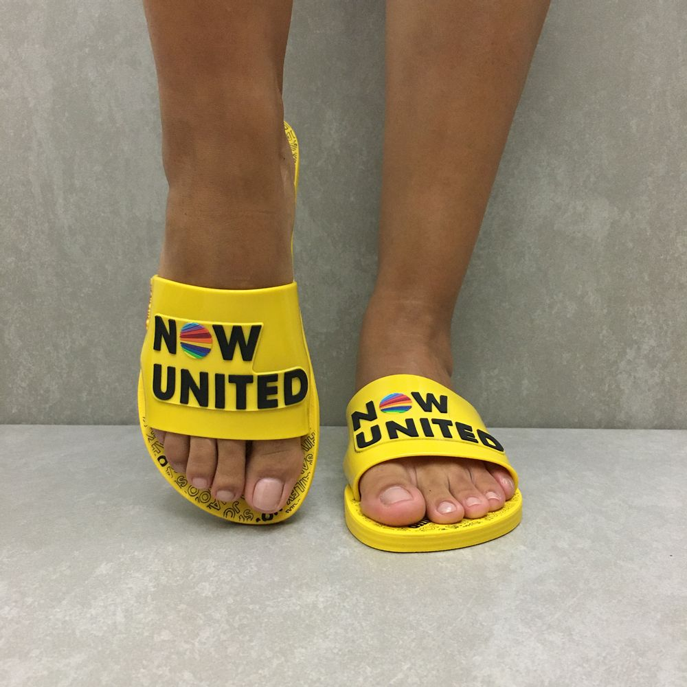 chinelo-ipanema-now-united-slide-amarelo-pto-26730-vandacalcados4