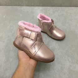 2706100-bota-molekinha-cano-curto-laco-metal-rosa-vandinha4