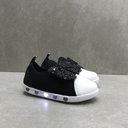 165151-tenis-pampili-sneaker-luz-slipon-preto-branco-vandinha4