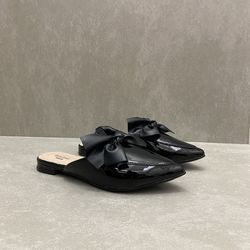 902651000-sapato-mini-sua-cia-mule-bico-fino-vz-preto-vandinha4