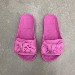 2311103-chinelo-molekinha-infantil-feminino-slide-com-laco-camurca-todo-rosa-pink-vandacalcados2