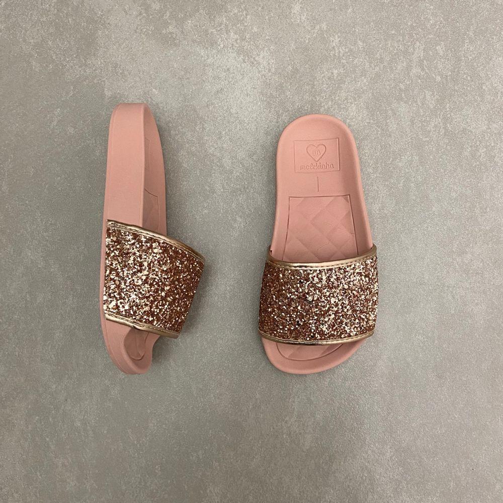 2311105-chinelo-molekinha-infantil-feminino-slide-com-glitter-ouro-rosado-todo-rosa-vandacalcados1