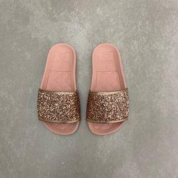2311105-chinelo-molekinha-infantil-feminino-slide-com-glitter-ouro-rosado-todo-rosa-vandacalcados2