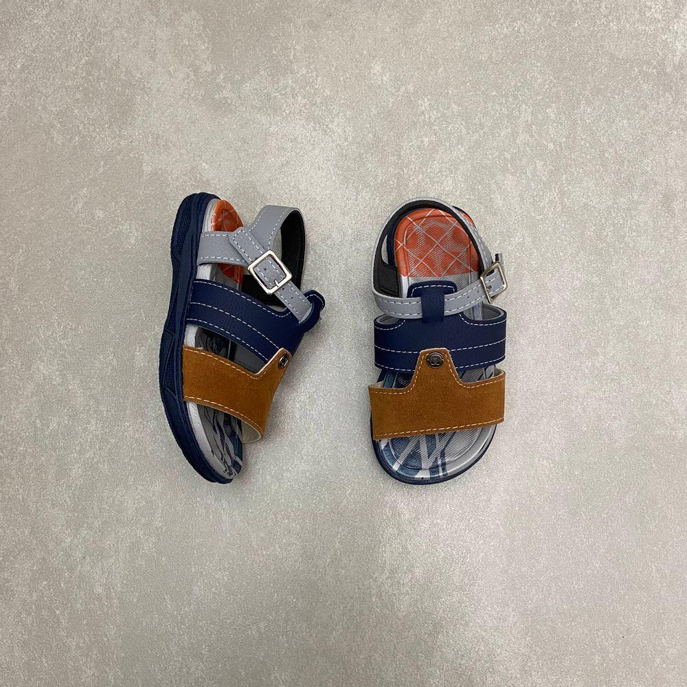 2140737-papete-molekinho-azul-marinho-caramelo-infantil-masculina-com-fivela-vandinha1