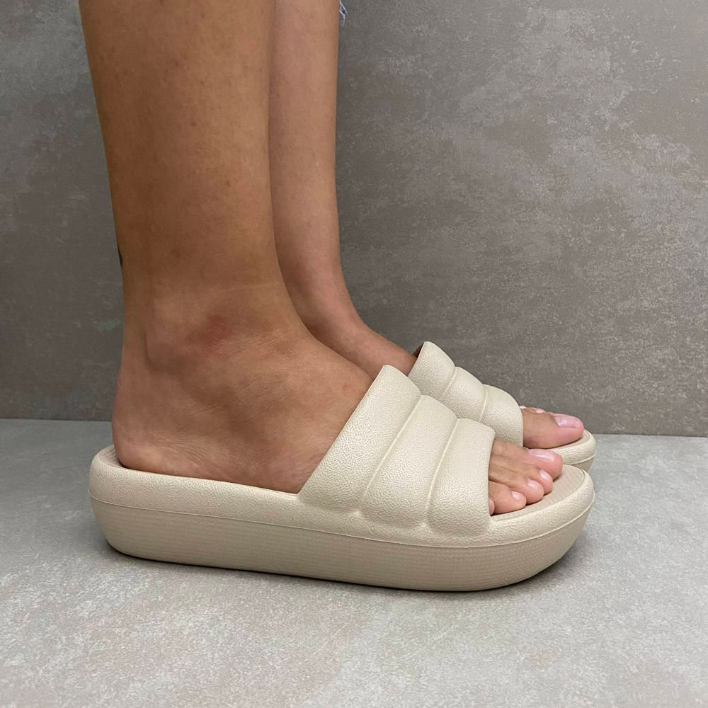 222001-tamanco-feminino-piccadilly-linha-marshmallow-comfy-plataforma-todo-marfim-1