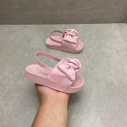 2125101-chinelo-infantil-molekinha-baby-com-laco-camurca-rosa-menina-com-elastico-2