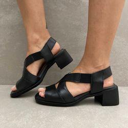 341144-sandalia-soraya-elastico-salto-em-couro-preto-vandacalcados3