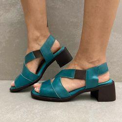341144-sandalia-soraya-elastico-salto-em-couro-turmalina-vandacalcados3